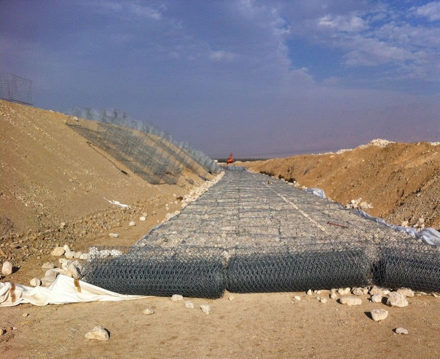 "Protection embankment against floods -""Ramon"" airport, Timna"