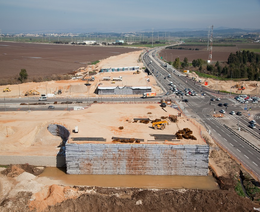 Retaining Walls by reinforced soil method - the Yagur interchange